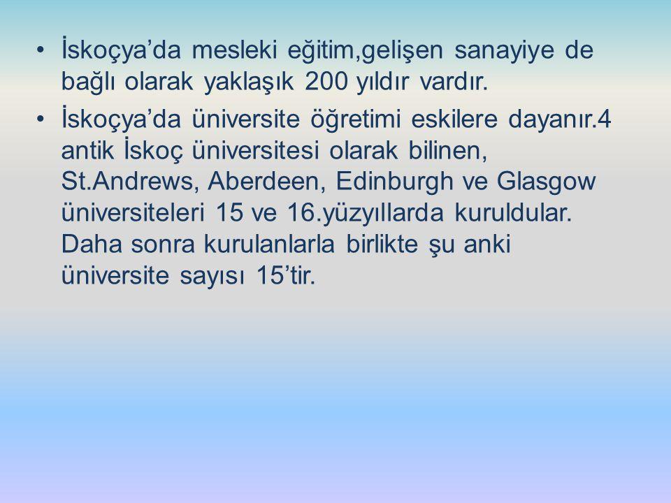 İskoçya'da mesleki eğitim,gelişen sanayiye de bağlı olarak yaklaşık 200 yıldır vardır. İskoçya'da üniversite öğretimi eskilere dayanır.4 antik İskoç ü