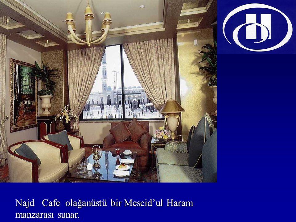 Najd Cafe olağanüstü bir Mescid'ul Haram manzarası sunar.