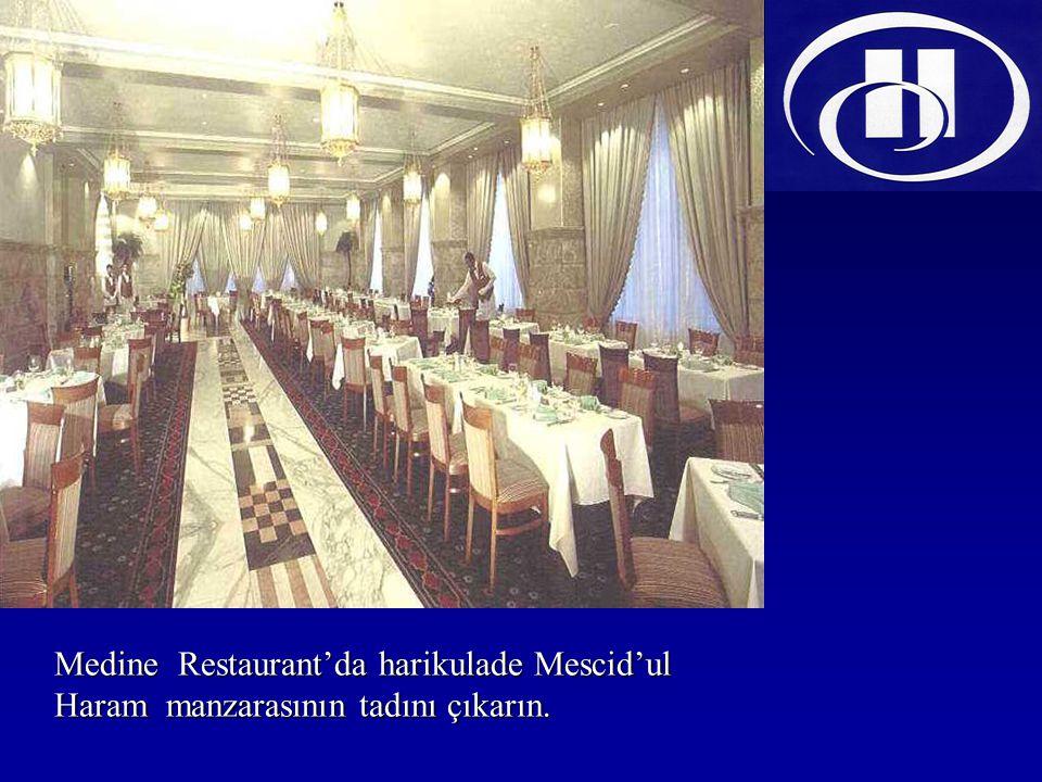 Medine Restaurant'da harikulade Mescid'ul Haram manzarasının tadını çıkarın.
