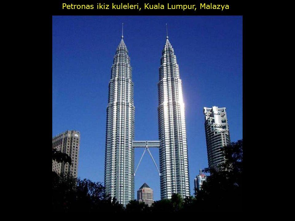 Petronas ikiz kuleleri, Kuala Lumpur, Malazya