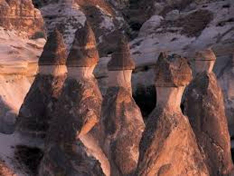 Nevşehir'deki Ürgüp ve Göreme çevresi peribacalarının en güzel örneklerinin barındırır