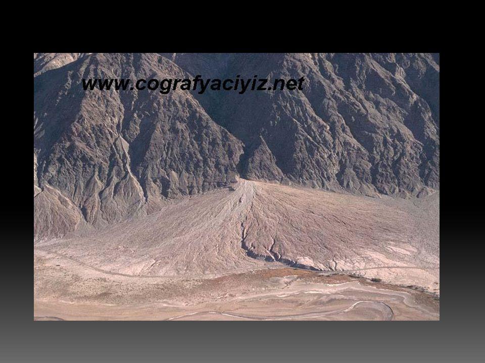  Dağ eteğinde, eğimin azaldığı yerlerde meydana gelen birikinti konileri ve yelpazelerinin zamanla yanlara doğru büyüyerek birleşmeleri sonucu oluşan ovalardır.