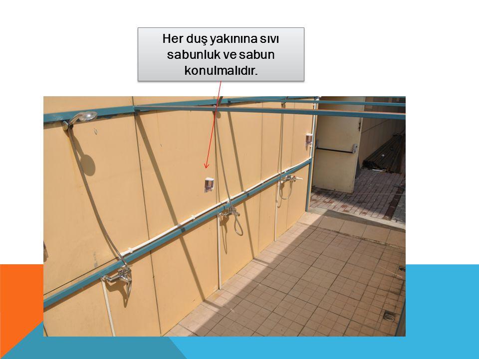Her duş yakınına sıvı sabunluk ve sabun konulmalıdır.