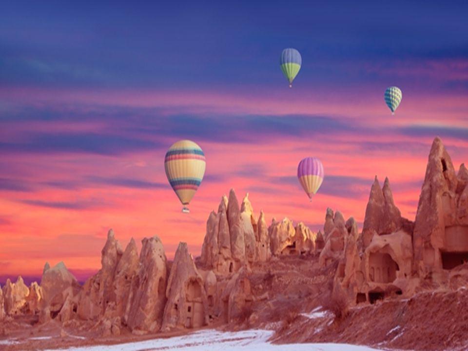 Kapadokya daki taş formasyonlarının Türkçede niçin Peri bacaları diye adlandırılmış olduklarını gösteren bir manzara