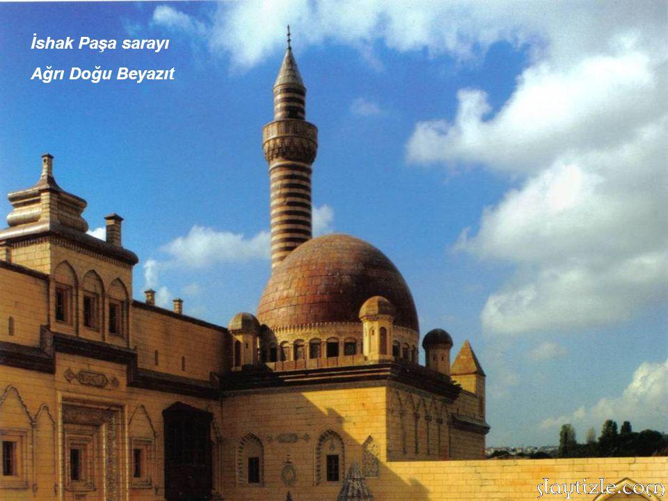 Hatuniye Medresesi: 1382 yılında inşa edilen eser Karaman'dadır. Bir Türk beyliği olan Karaman Oğulları'ndan günümüze kalan pek çok eserden biridir. M
