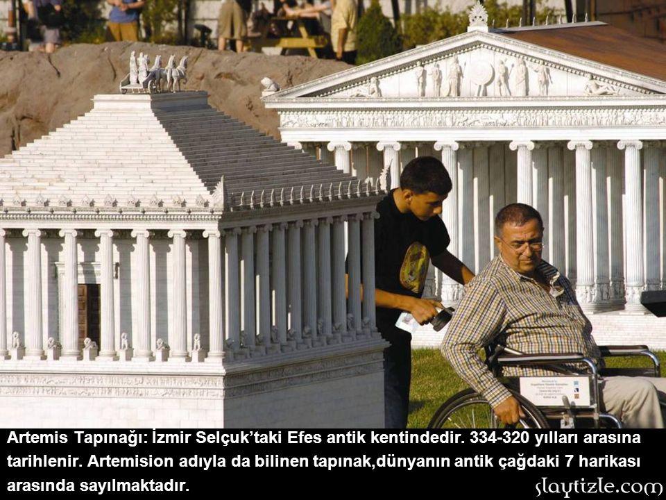 Efes Celsus Kütüphanesi: İzmir,Selçuk'tadır. Roma döneminde 115-117 yılları arasında yapılan kitaplık,iki katlı cephesinin görkemli mimarisiyle ünlüdü