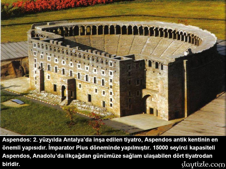 Artemis Tapınağı: İzmir Selçuk'taki Efes antik kentindedir. 334-320 yılları arasına tarihlenir. Artemision adıyla da bilinen tapınak,dünyanın antik ça