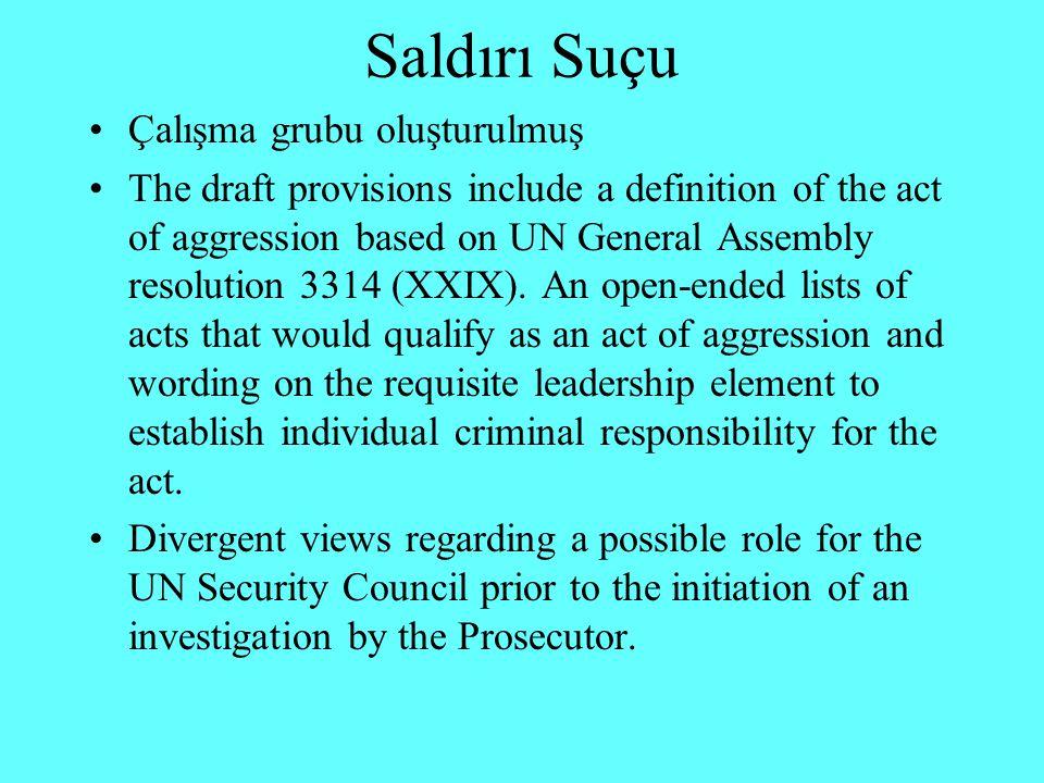 Güvenlik Konseyi Kararları 1422 (2002) 1487 (2003) BM tarafından oluşturulan veya izin verilen operasyonlarda yer alan ve UCM Tüzüğü'ne taraf olmayan ülkelerin vatandaşı olan kişileri 12 ay süreyle UCM'nin yargı yetkisi dışında bırakmayı amaçlamaktadır.