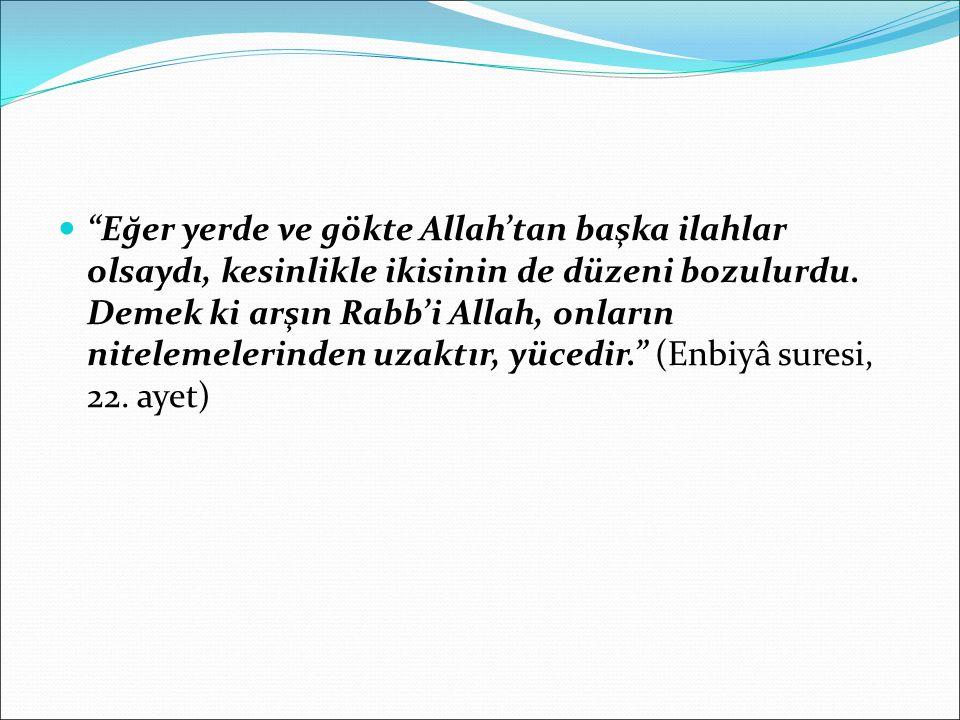 """""""Eğer yerde ve gökte Allah'tan başka ilahlar olsaydı, kesinlikle ikisinin de düzeni bozulurdu. Demek ki arşın Rabb'i Allah, onların nitelemelerinden u"""