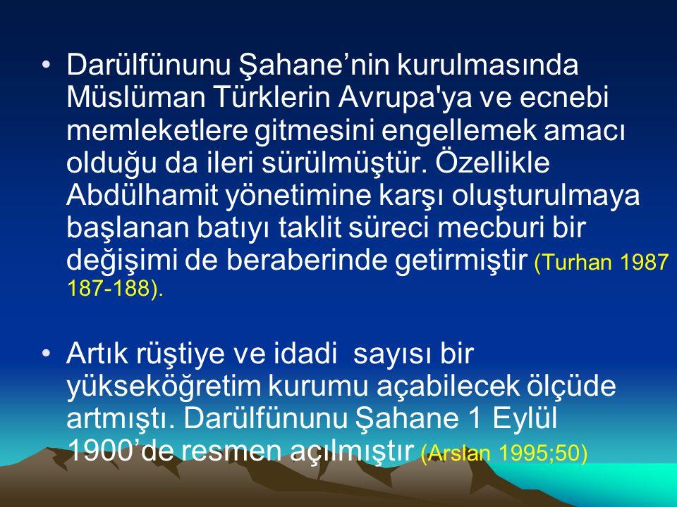 Darülfünunu Şahane'nin kurulmasında Müslüman Türklerin Avrupa'ya ve ecnebi memleketlere gitmesini engellemek amacı olduğu da ileri sürülmüştür. Özelli