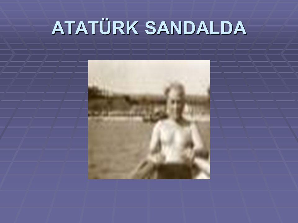 ATATÜRK SANDALDA