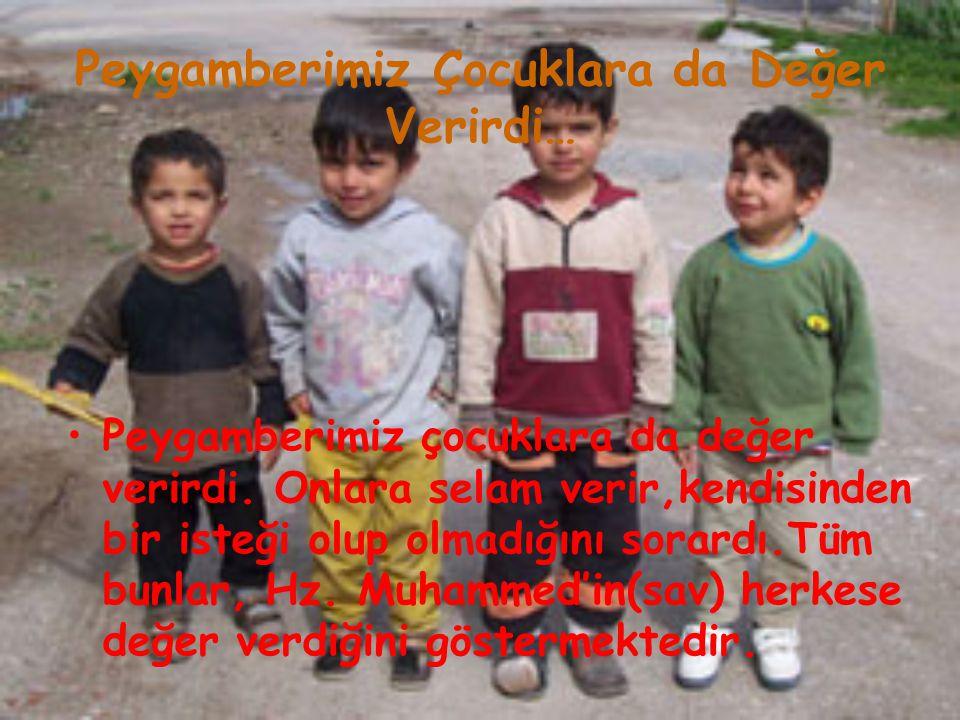 Peygamberimiz Çocuklara da Değer Verirdi… Peygamberimiz çocuklara da değer verirdi. Onlara selam verir,kendisinden bir isteği olup olmadığını sorardı.