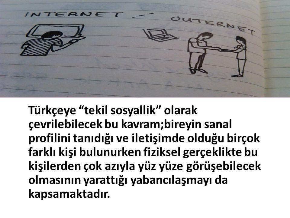 """Türkçeye """"tekil sosyallik"""" olarak çevrilebilecek bu kavram;bireyin sanal profilini tanıdığı ve iletişimde olduğu birçok farklı kişi bulunurken fizikse"""