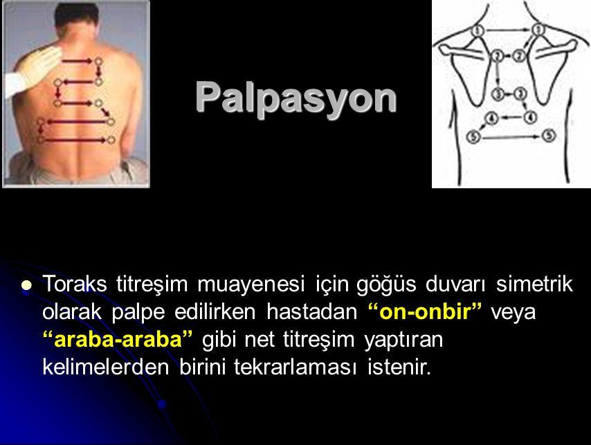 Palpasyon Toraks titreşim muayenesi için göğüs duvarı simetrik olarak palpe edilirken hastadan on-onbir veya araba-araba gibi net titreşim yaptıran kelimelerden birini tekrarlaması istenir.