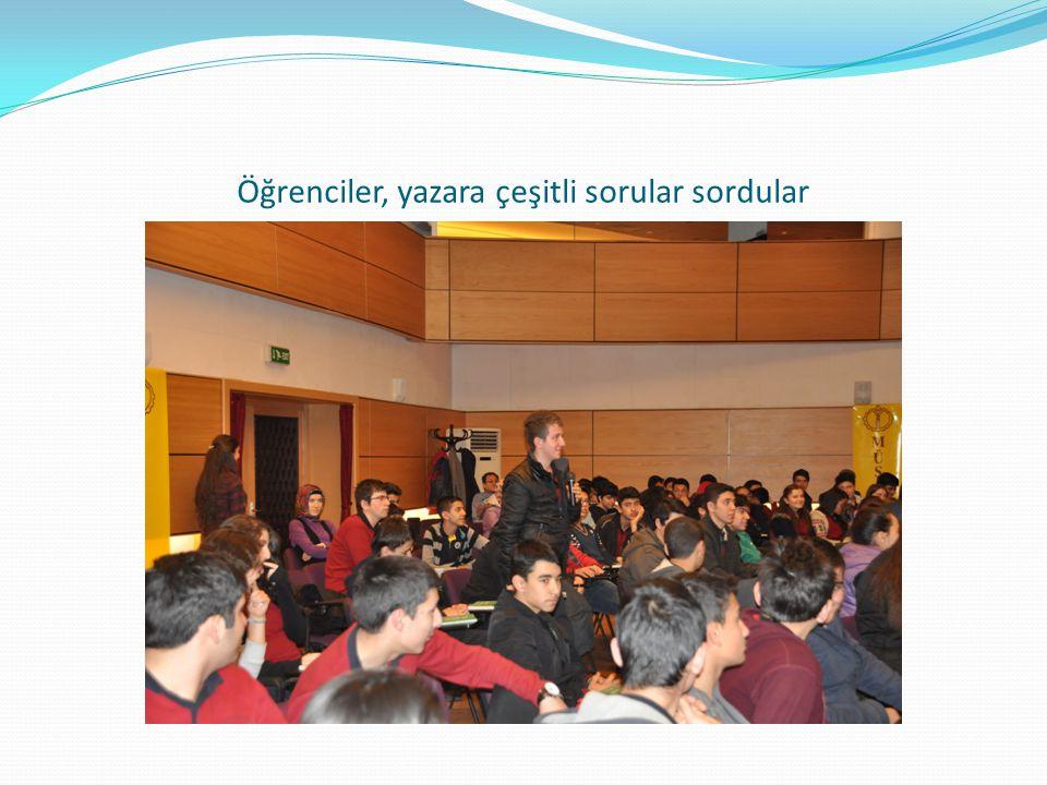 Öğrenciler, yazara çeşitli sorular sordular