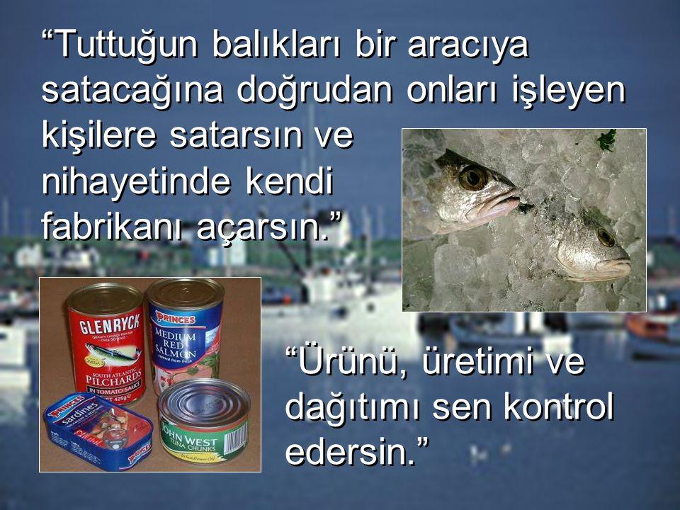 Tuttuğun balıkları bir aracıya satacağına doğrudan onları işleyen kişilere satarsın ve nihayetinde kendi fabrikanı açarsın. Ürünü, üretimi ve dağıtımı sen kontrol edersin.