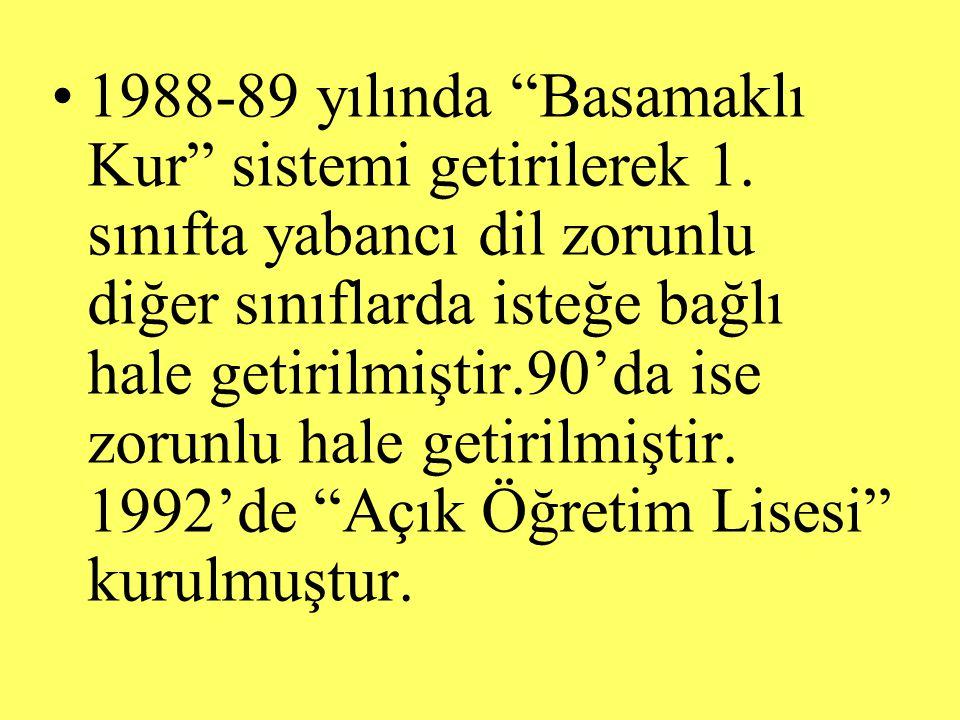 """1988-89 yılında """"Basamaklı Kur"""" sistemi getirilerek 1. sınıfta yabancı dil zorunlu diğer sınıflarda isteğe bağlı hale getirilmiştir.90'da ise zorunlu"""