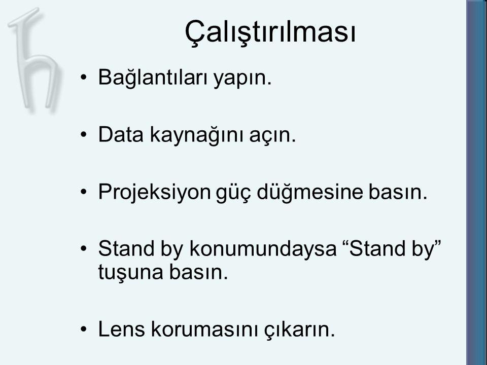 """Çalıştırılması Bağlantıları yapın. Data kaynağını açın. Projeksiyon güç düğmesine basın. Stand by konumundaysa """"Stand by"""" tuşuna basın. Lens korumasın"""