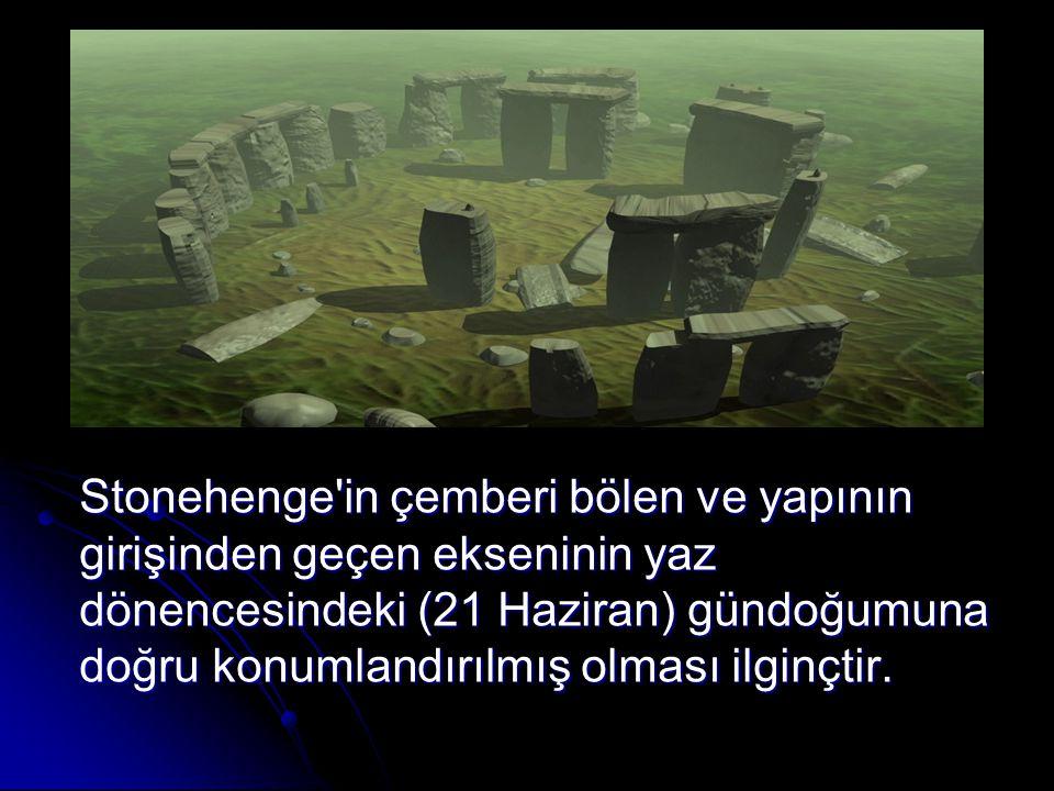 Stonehenge in çemberi bölen ve yapının girişinden geçen ekseninin yaz dönencesindeki (21 Haziran) gündoğumuna doğru konumlandırılmış olması ilginçtir.