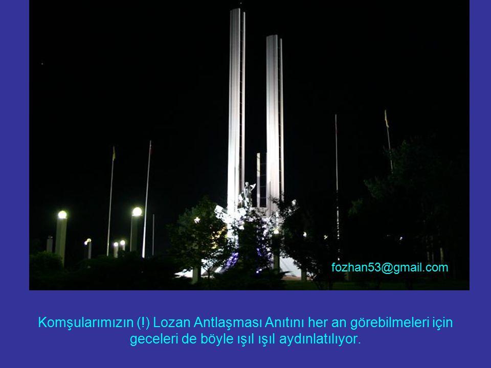 Komşularımızın (!) Lozan Antlaşması Anıtını her an görebilmeleri için geceleri de böyle ışıl ışıl aydınlatılıyor.