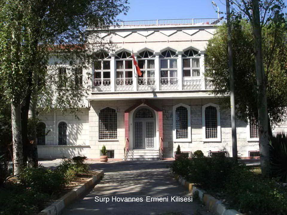 Selam verir sandallar eski Bizans suruna Zehir yeşili bir sevdayı anar beyaz evin kadim komşusu