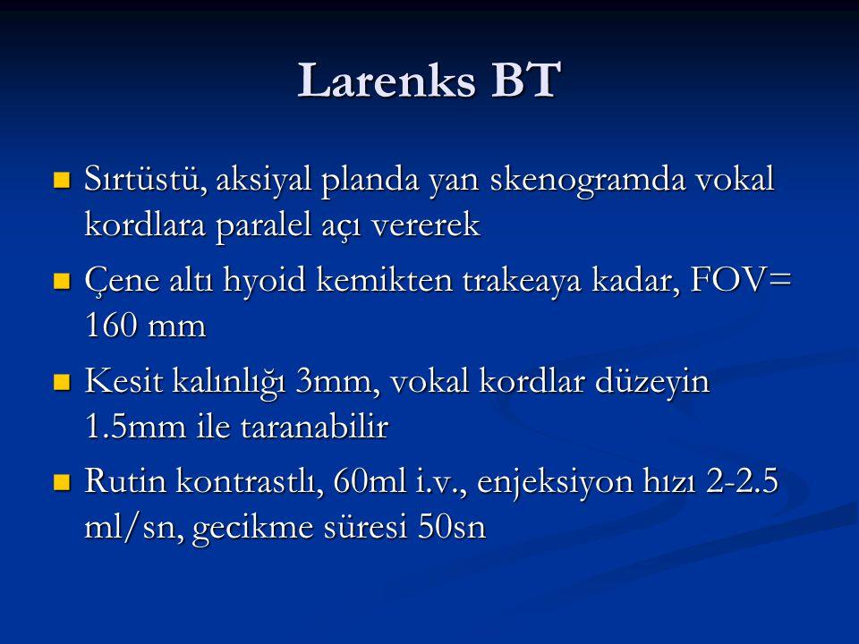 Larenks BT Sırtüstü, aksiyal planda yan skenogramda vokal kordlara paralel açı vererek Sırtüstü, aksiyal planda yan skenogramda vokal kordlara paralel