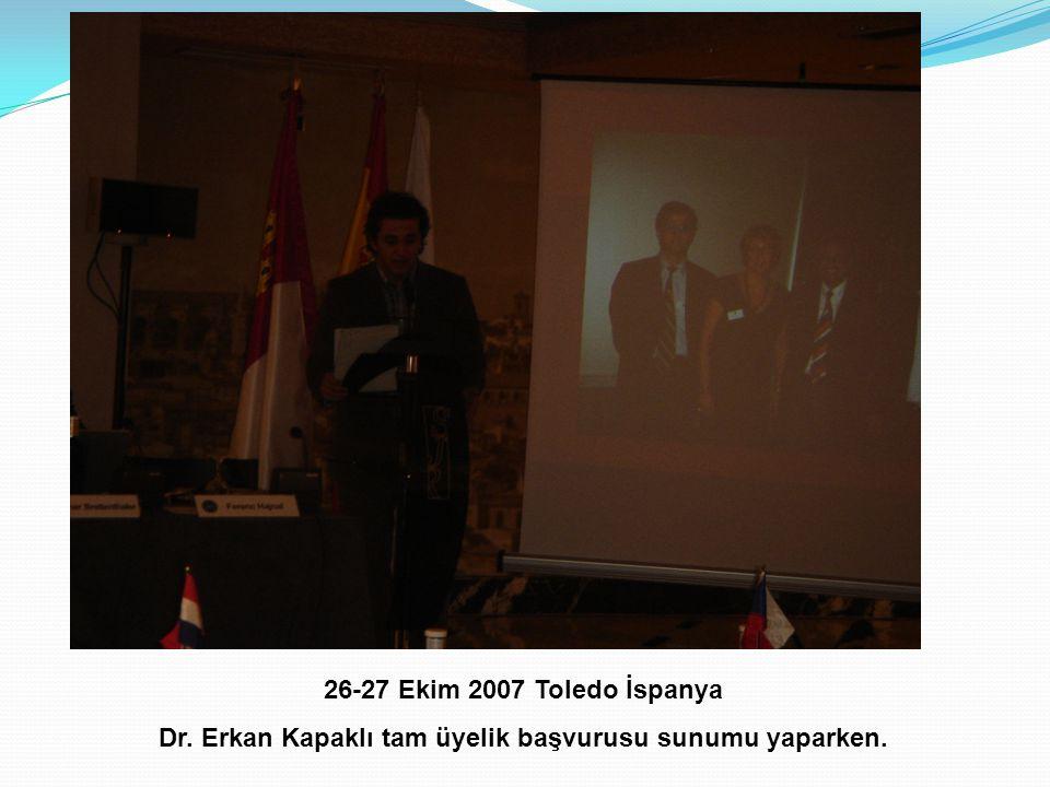 26-27 Ekim 2007 Toledo İspanya Dr. Erkan Kapaklı tam üyelik başvurusu sunumu yaparken.