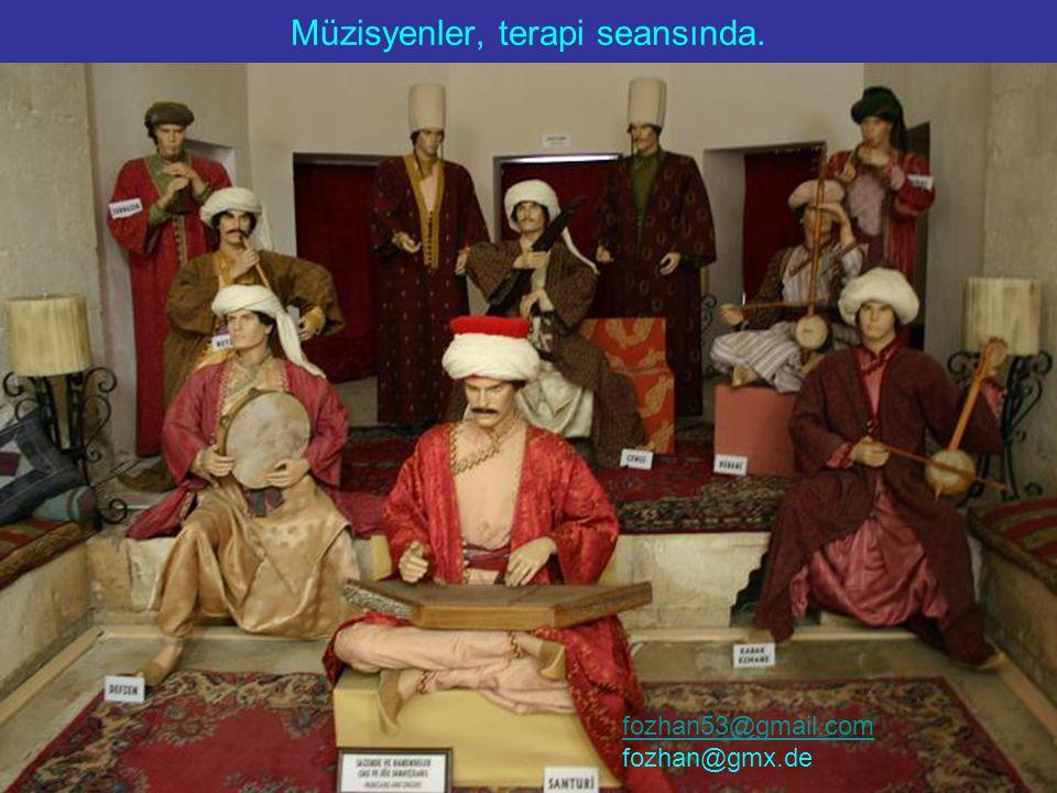 Müzisyenler, terapi seansında. fozhan53@gmail.com fozhan@gmx.de