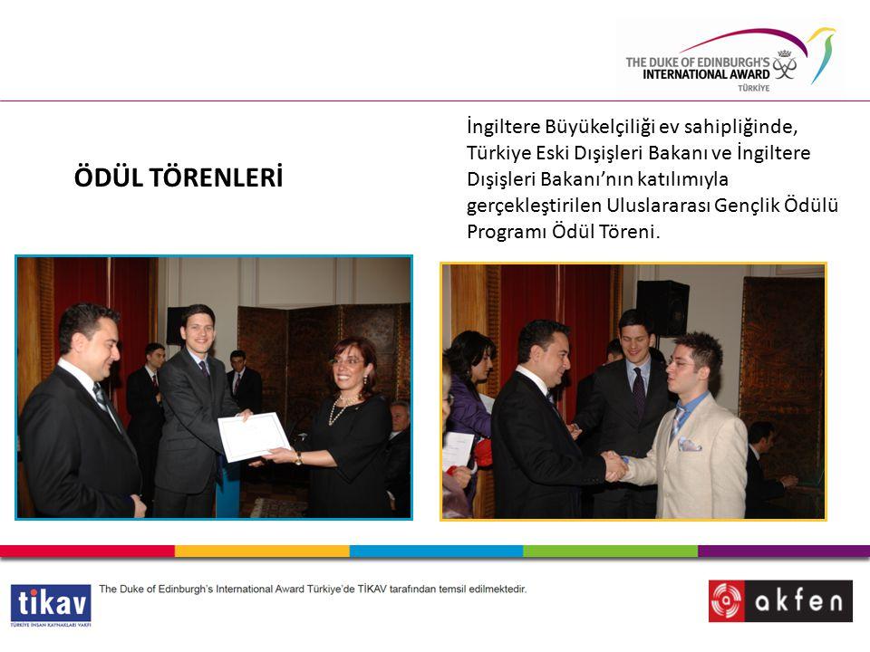 ÖDÜL TÖRENLERİ İngiltere Büyükelçiliği ev sahipliğinde, Türkiye Eski Dışişleri Bakanı ve İngiltere Dışişleri Bakanı'nın katılımıyla gerçekleştirilen Uluslararası Gençlik Ödülü Programı Ödül Töreni.