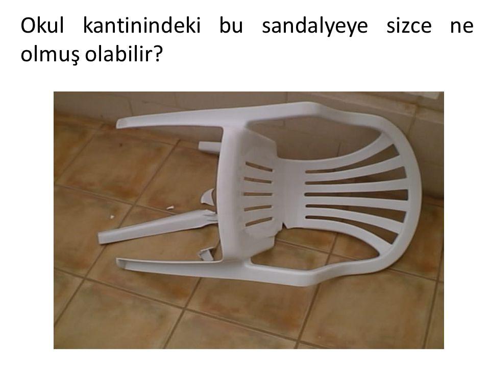 Okul kantinindeki bu sandalyeye sizce ne olmuş olabilir?
