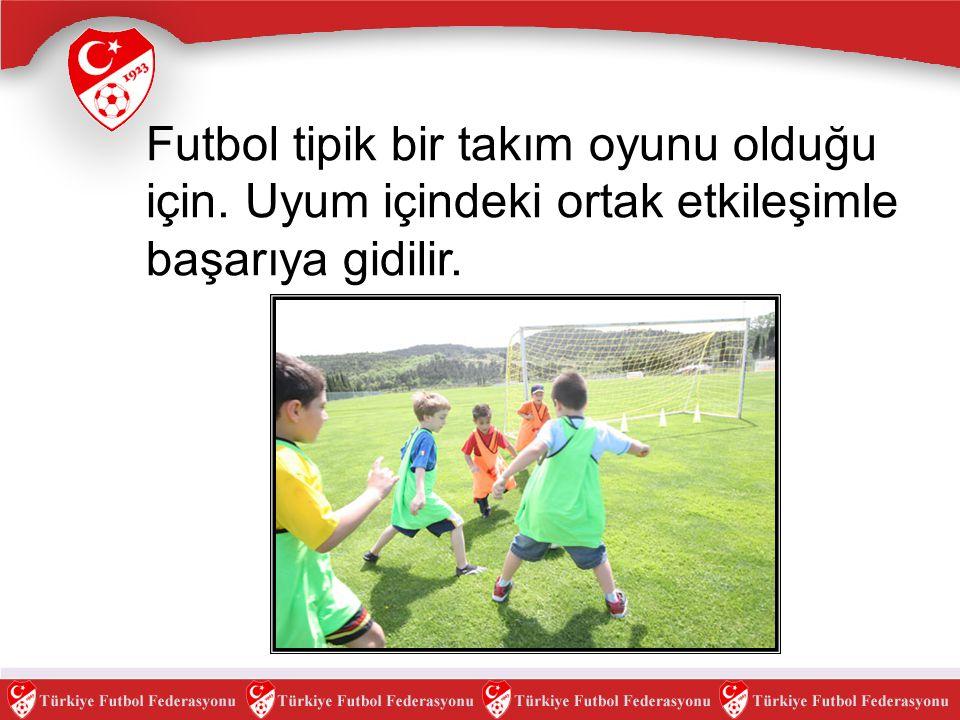 Futbol tipik bir takım oyunu olduğu için. Uyum içindeki ortak etkileşimle başarıya gidilir.