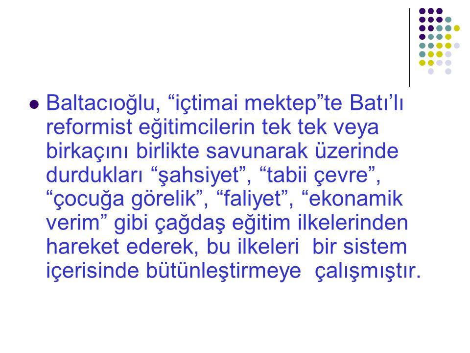 """Baltacıoğlu, """"içtimai mektep""""te Batı'lı reformist eğitimcilerin tek tek veya birkaçını birlikte savunarak üzerinde durdukları """"şahsiyet"""", """"tabii çevre"""