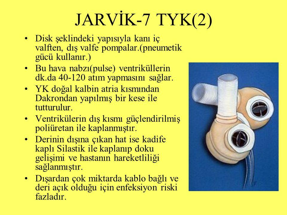 JARVİK-7 TYK(2) Disk şeklindeki yapısıyla kanı iç valften, dış valfe pompalar.(pneumetik gücü kullanır.) Bu hava nabzı(pulse) ventriküllerin dk.da 40-120 atım yapmasını sağlar.