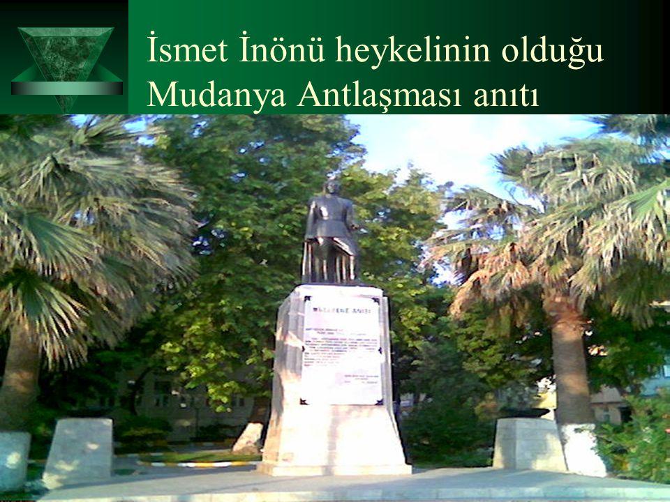 İsmet İnönü heykelinin olduğu Mudanya Antlaşması anıtı