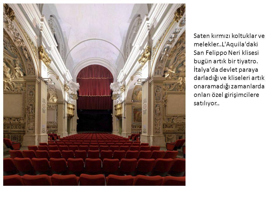 Saten kırmızı koltuklar ve melekler..L Aquila daki San Felippo Neri klisesi bugün artık bir tiyatro.