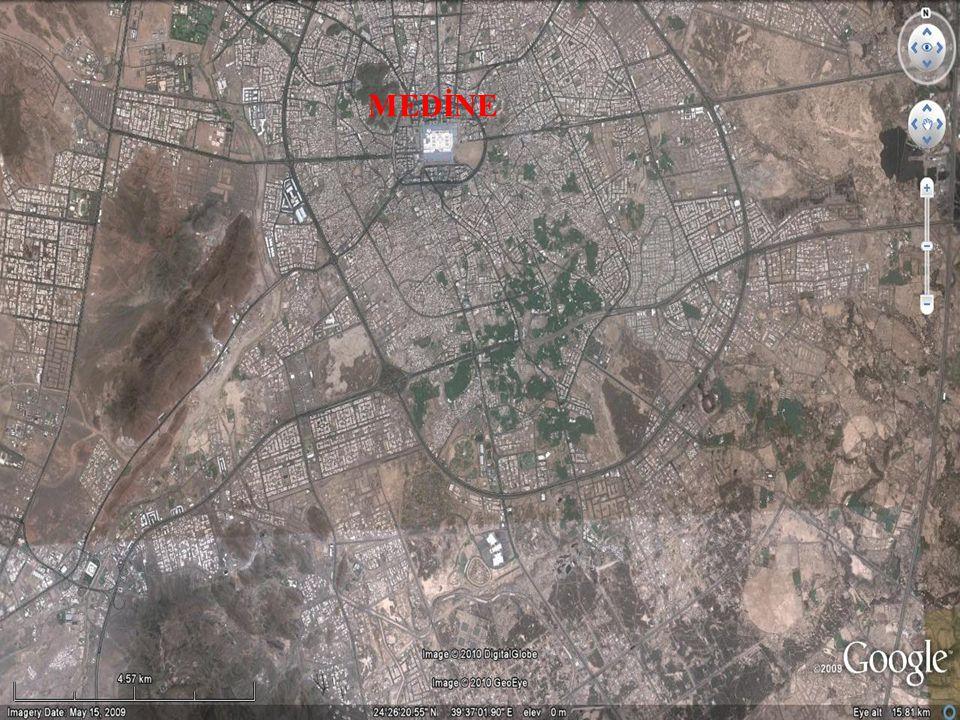 Hz Muhammed'in İslam'a ve Müslümanlara Yönelik Saldırılarla Mücadelesi Müşriklerle İlişkiler - Bedr Savaşı (H2 / 624) 17 Ramazan 2 / 14 Mart 624 Cuma sabahı erken saatlerde her iki ordu Bedir'e doğru yola çıktı.