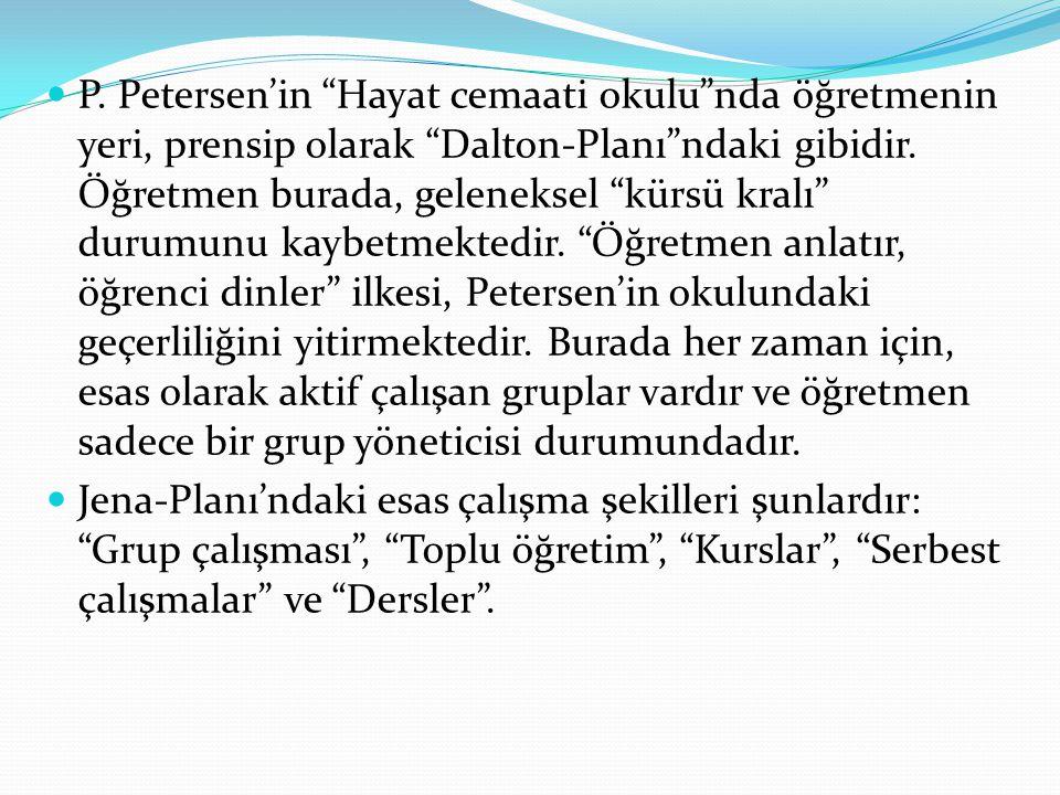 """P. Petersen'in """"Hayat cemaati okulu""""nda öğretmenin yeri, prensip olarak """"Dalton-Planı""""ndaki gibidir. Öğretmen burada, geleneksel """"kürsü kralı"""" durumun"""