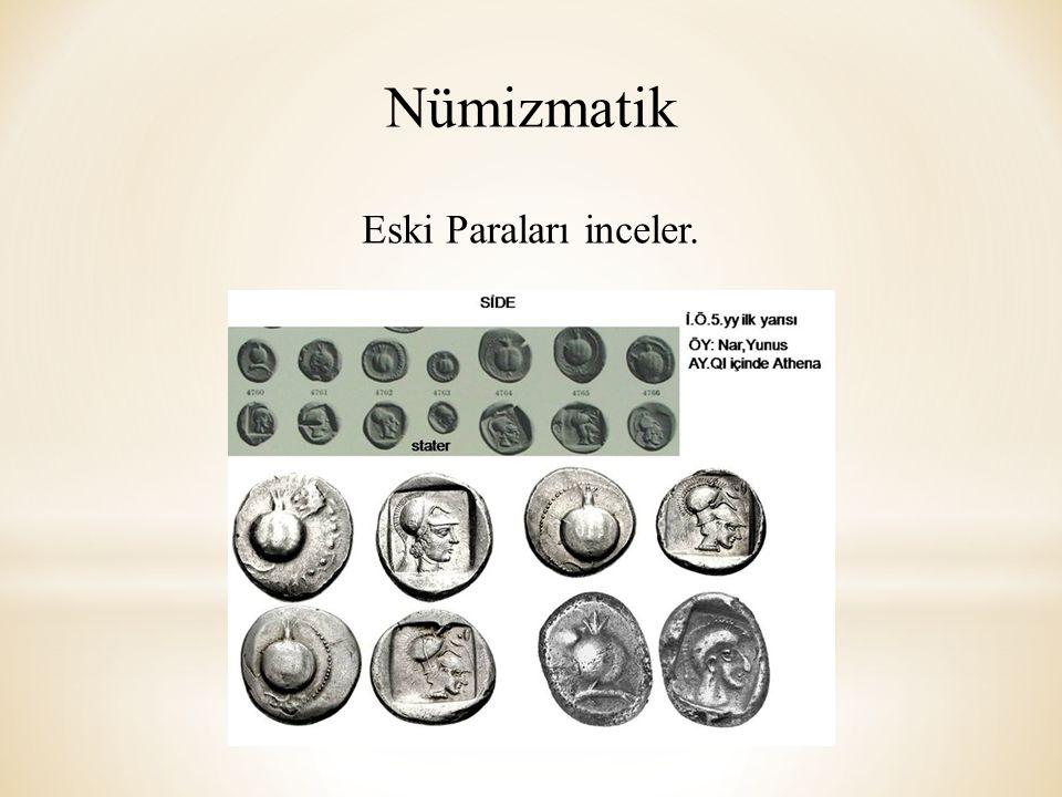 Nümizmatik Eski Paraları inceler.