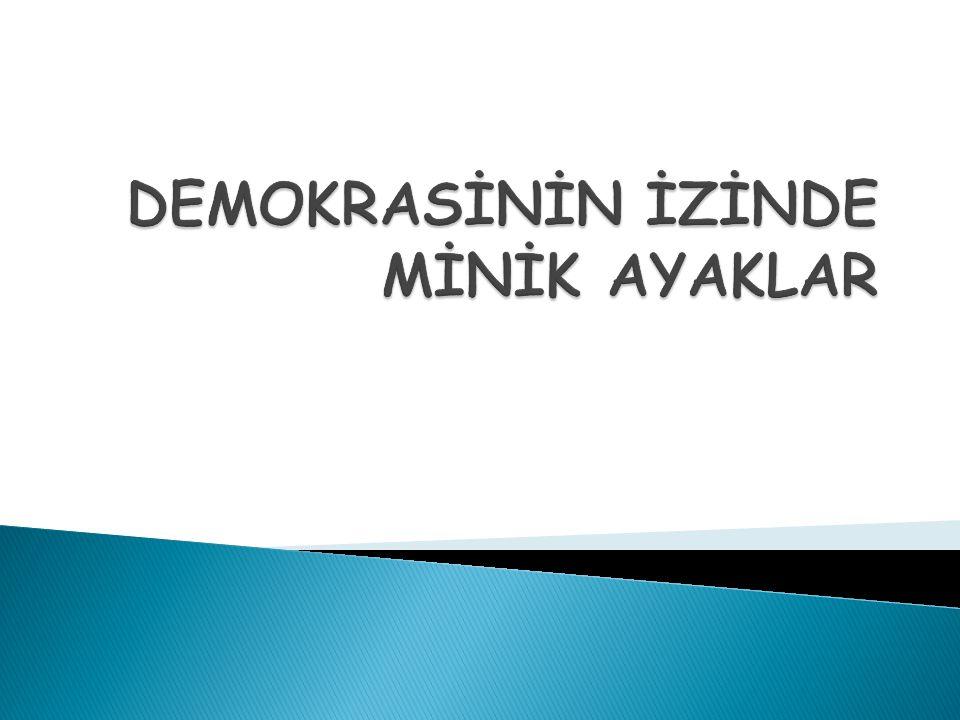 ANTİK DÖNEM DEMOKRASİSİ Demokrasi ilk olarak eski Yunanistan da, şehir- devletlerinde uygulandı.