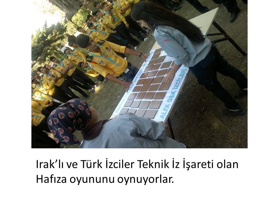 Irak'lı ve Türk İzciler Teknik İz İşareti olan Hafıza oyununu oynuyorlar.