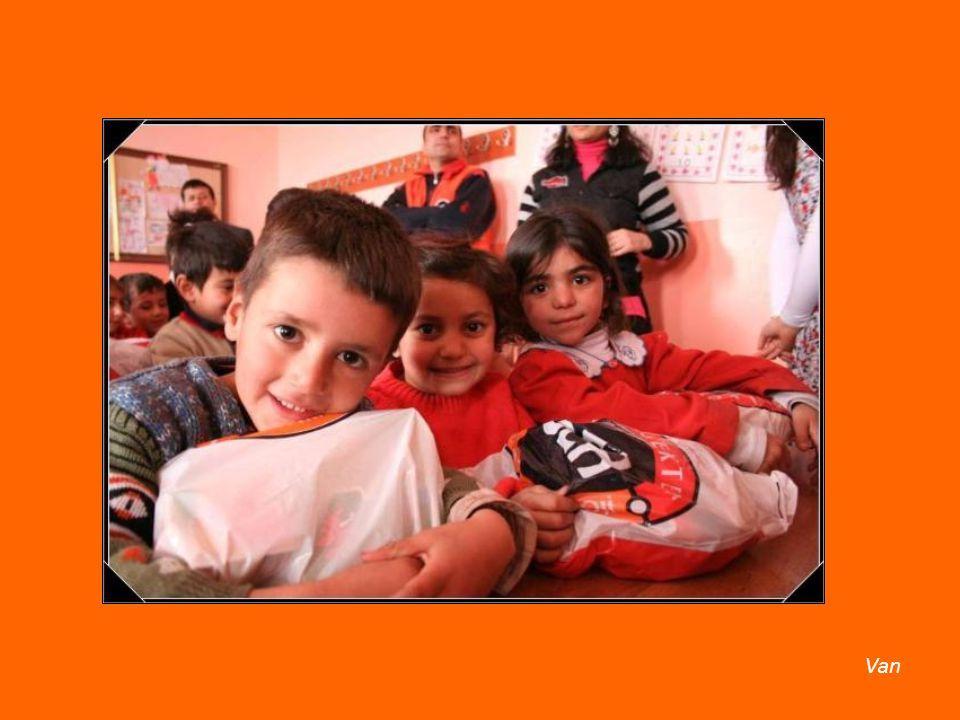 2007 yılından bu güne kadar evlerimizde öylece bekleyen 60.930 Yalnız Oyuncak, 8 ilde, 76 Okulda, 20.551 Öğrenciye Arkadaş oldu.
