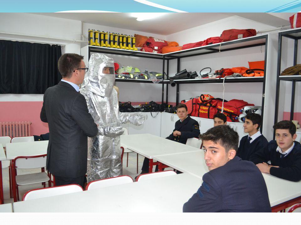 DENİZCİLİK ALANI KAYIT KABUL ŞARTLARI TEOG Sınavında yeterli puan alarak Denizcilik Alanını kazanan öğrenciler mülakat ve beden yeterliliği sınavına alınmaktadır.