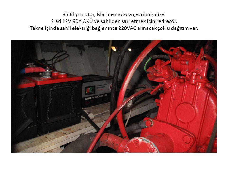 85 Bhp motor, Marine motora çevrilmiş dizel 2 ad 12V 90A AKÜ ve sahilden şarj etmek için redresör. Tekne içinde sahil elektriği bağlanınca 220VAC alın
