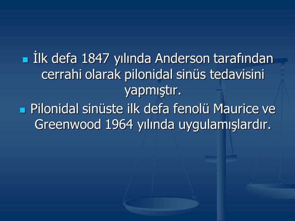 İlk defa 1847 yılında Anderson tarafından cerrahi olarak pilonidal sinüs tedavisini yapmıştır. İlk defa 1847 yılında Anderson tarafından cerrahi olara