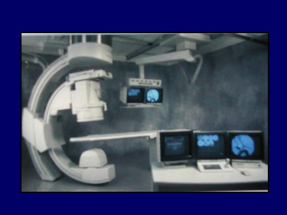 JENERATÖRLER X ışını oluşturulması için gerekli elektrik enerjisi (80-100kW) Obez hastalar Düşük X-ışını potansiyeli Oblik projeksiyonlar Yüksek tüp akımı Küçük çaplı damarlar Kısa exposure zamanı Minimal hareket artefaktı Amaç maksimum tüp akımı ve en kısa exposure süresinde yeterli penetrasyon ve radyografik kontrastın yakalanması 3 fazlı yüksek frekanslı jeneratörler (700-3000 mA)
