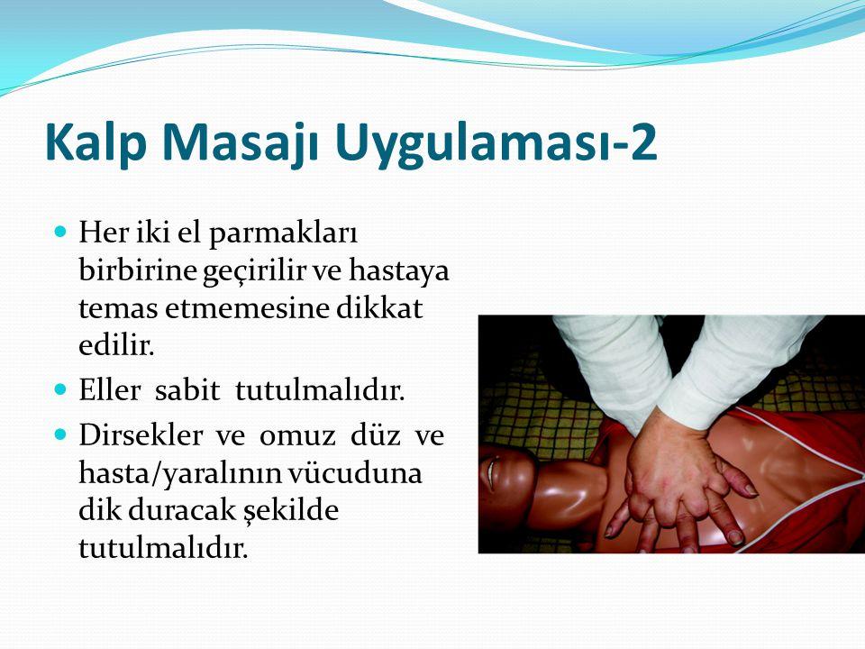 Kalp Masajı Uygulaması-2 Her iki el parmakları birbirine geçirilir ve hastaya temas etmemesine dikkat edilir. Eller sabit tutulmalıdır. Dirsekler ve o