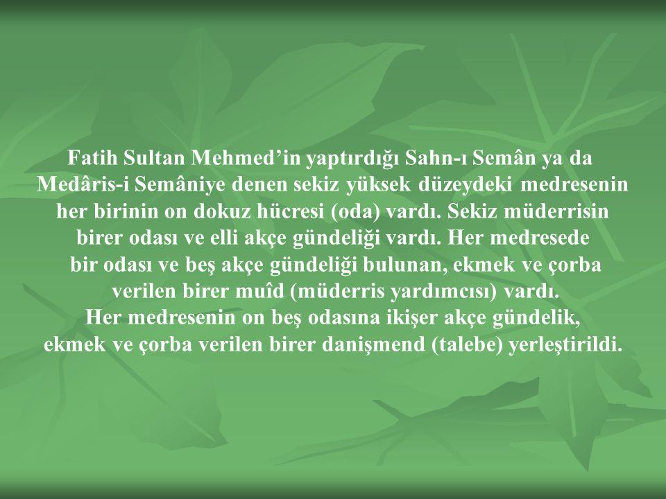 Fatih Sultan Mehmed'in yaptırdığı Sahn-ı Semân ya da Medâris-i Semâniye denen sekiz yüksek düzeydeki medresenin her birinin on dokuz hücresi (oda) vardı.