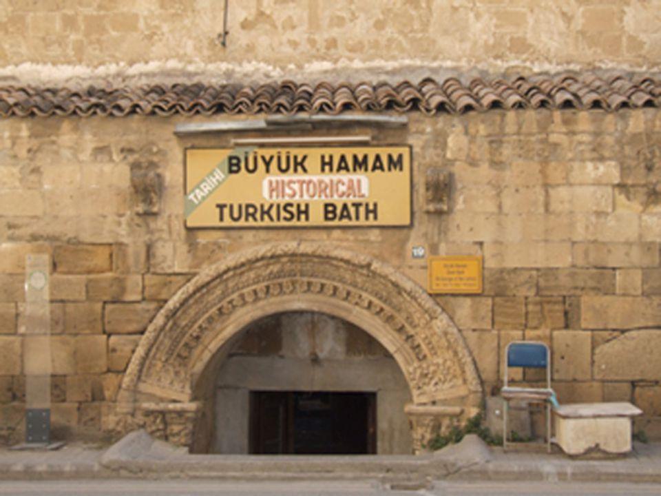 BÜYÜK HAMAM Osmanlı döneminde yapılmış bu hamamın tüm duvarları kesme taştandır. Hamamın soyunma bölümüne Lüzinyan dönemine ait kemerli kapıdan girili