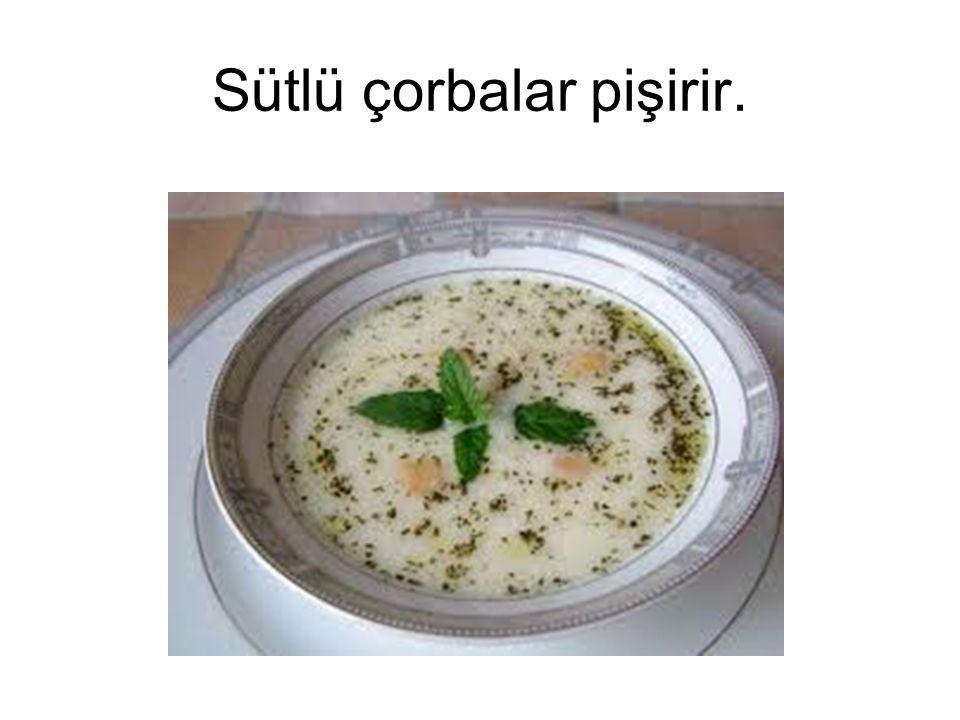 Sütlü çorbalar pişirir.