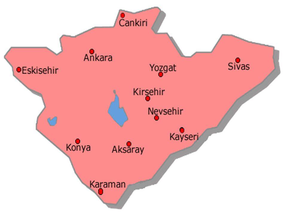 Kuzeyinden Kuzey Anadolu, güneyinden Toros Dağları ile çevrili olan bölge, topoğrafik yönden Anadolu'nun ortasında bir çanak şeklindedir.